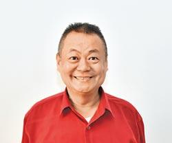 駐校藝術家曹錫榮 樂在教表演