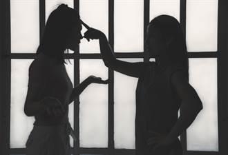 父母控親家母霸凌女兒害輕生 婆婆回應了