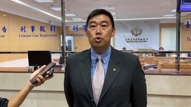 韓國瑜的律師葉慶元則要黃對不實指控負起法律責任。(張孝義攝)