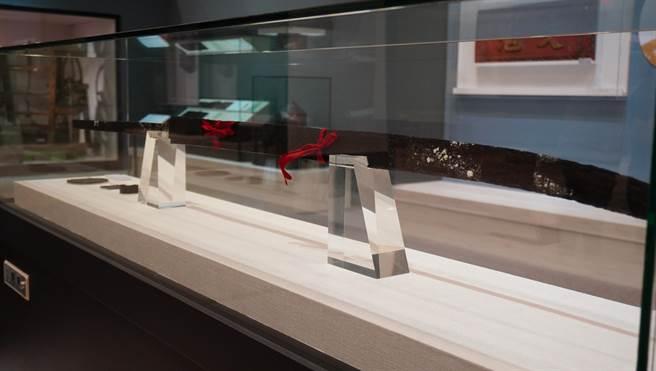 客發中心典藏的「賴熊飛大刀」真品,目前在苗栗銅鑼的台灣客家文物館展出。(客發中心提供/巫靜婷苗栗傳真)