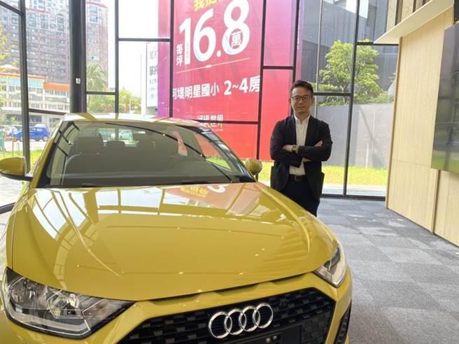 高雄地上權建案「河堤世界」,為了在年底完銷,祭出Audi A1價值131萬元的住戶摸彩活動。(圖/顏瑞田)