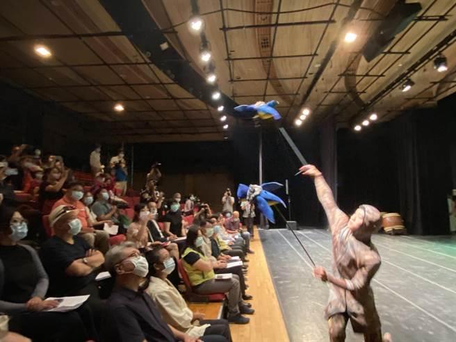 今年藝術進區活動由17個國內知名表演團隊,進行20場戶外大型演出及11場推廣性演出。(曹婷婷攝)