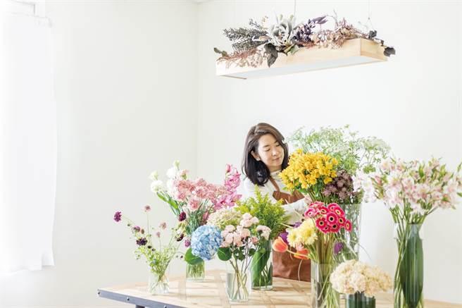 王楨媛將「花在日常」觀念帶給大家,讓現代人認知花草力量,找到美好。(王楨媛提供/曹婷婷台南傳真)