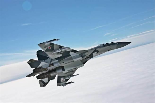 網傳大陸解放軍su-35戰機遭台灣防空飛彈擊中,在廣西桂林墜毀。空軍司令部4日駁斥此為假消息。圖為 俄國空軍現役主力之一的蘇愷35戰機。(圖/蘇霍伊航空集團官網)