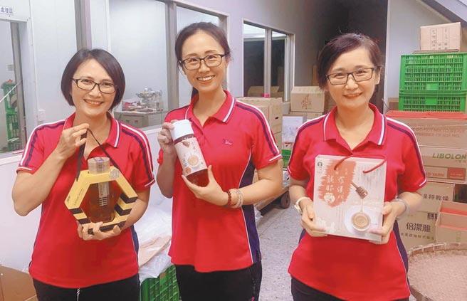 內門農會龍眼蜂蜜一組2瓶原價1300元,現在優惠只賣1000元。(林雅惠攝)
