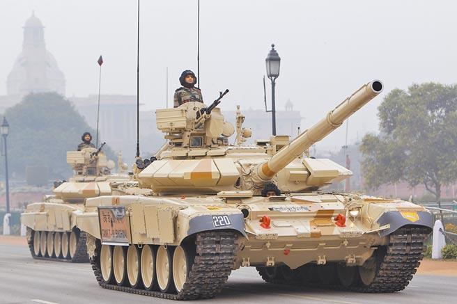 印軍T-90主戰坦克。(新華社資料照片)