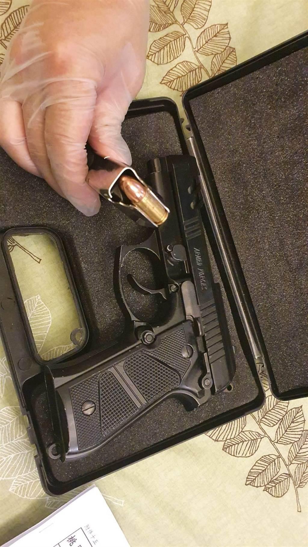 桃園市警察局4日規畫「除暴專案行動」,查獲槍枝11支。(警方提供/賴佑維桃園傳真)