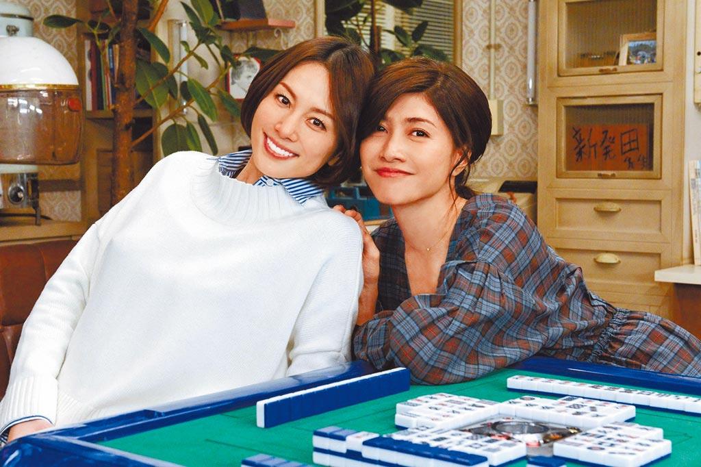 內田有紀(右)與米倉涼子在《派遣女醫X》劇裡外皆為好友、一拍即合。(摘自朝日新聞)