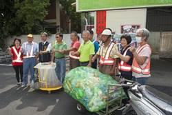 日南環保志工飆創意 自製牽引式資源回收車