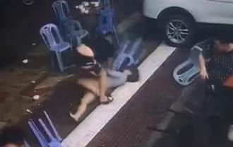男友秒被擊倒坐地 短裙女獨自大戰黑衣男 網讚:這女人可娶