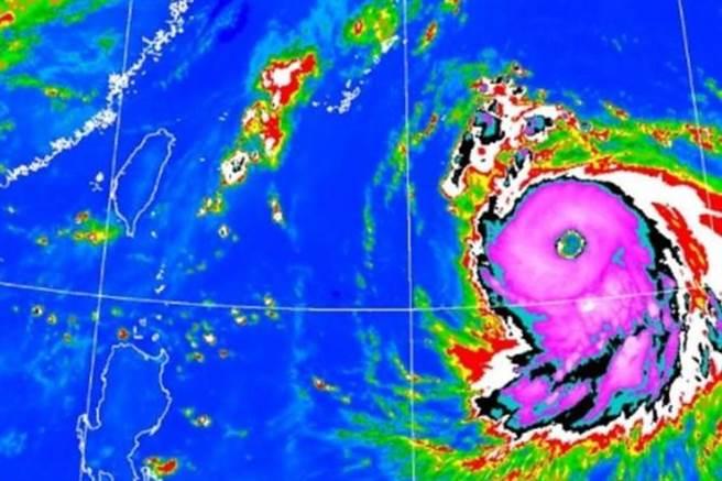 強颱海神結構龐大紮實,像頭猛獸直撲日本、南韓。(中央氣象局提供)