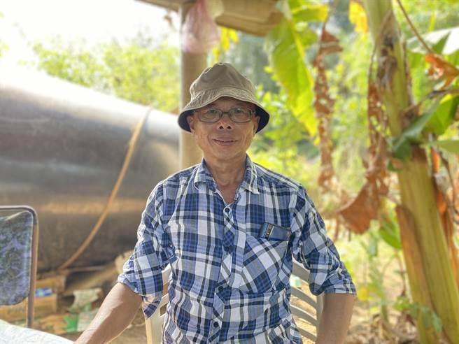 曹燕銘退休後熱衷地方事務,除了守護黑翅鳶等鳥類,通灣社區也參加石虎保育工作。(巫靜婷攝)