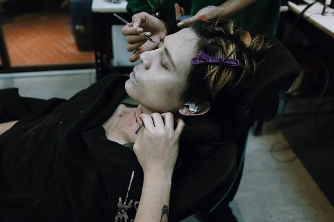 柯朋宇首度挑戰演屍體,開拍前一天刻意不睡營造憔悴感。(七十六号原子提供)