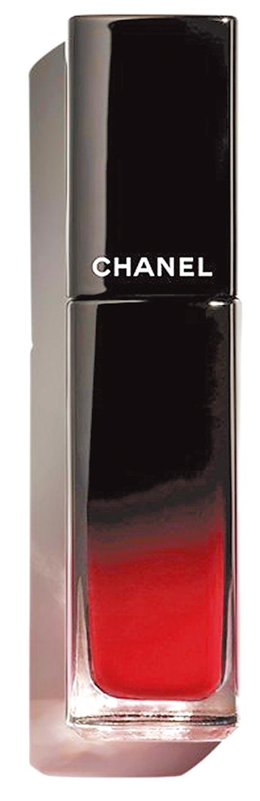 香奈兒超炫耀釉光脣萃#66永遠,1280元,10月上市。(香奈兒提供)