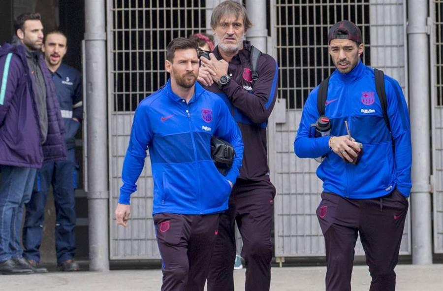 巴塞隆納前鋒梅西(中)、前鋒蘇亞雷斯(右)不再是隊友了,蘇亞雷斯將轉往義甲尤文圖斯。(美聯社資料照)