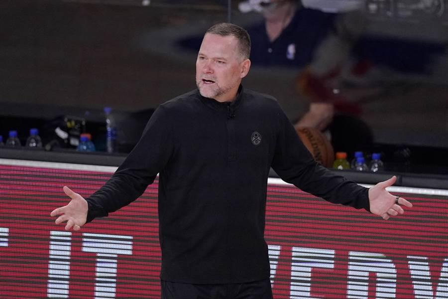 金塊總教練麥克馬龍大喊聯盟禁止教練帶家人進入園區作法很荒謬。(美聯社)