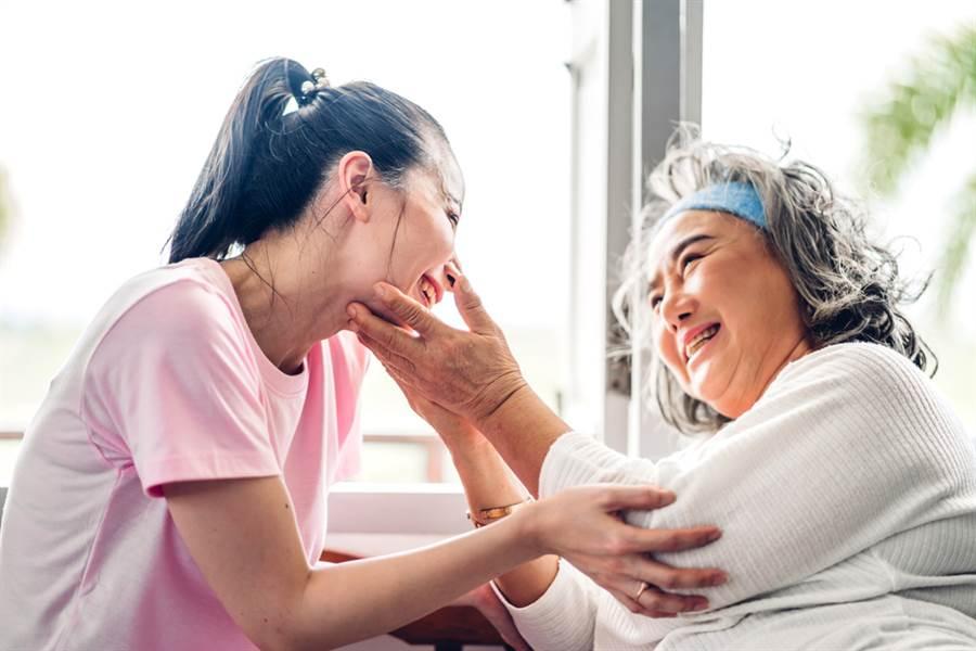 一名網友表示,自己遇到一位85歲老婆婆堅持獨居不和兒子媳婦同住,因為害怕媳婦和自己同住壓力會太大。(圖取自達志影像/示意圖非當事人)