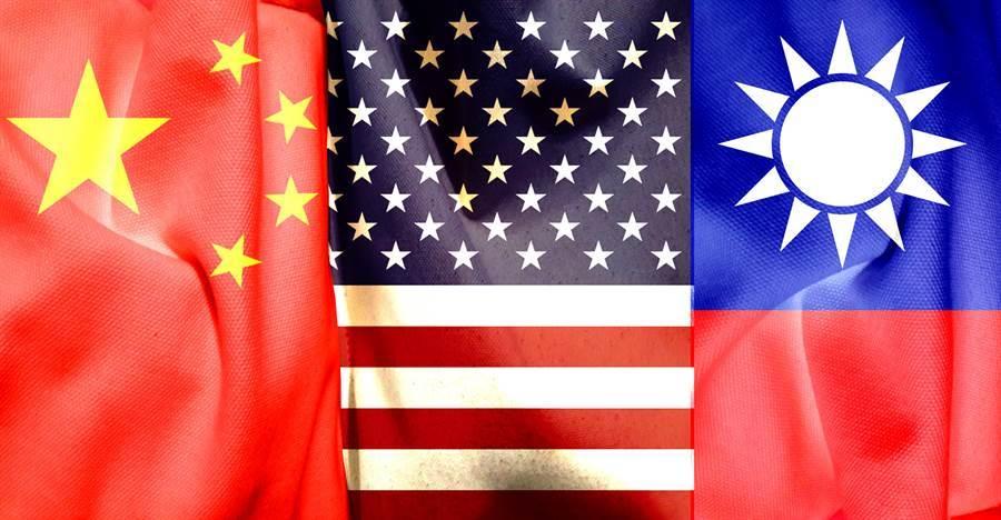 部分美國學者警告,解放軍武統台灣並非虛張聲勢,在華盛頓政策圈,要求美國改變「戰略模糊」(strategic ambiguity)政策、明確表態協防台灣的呼聲正在加大;不過也有反對意見認為,美國不應踩到北京的紅線,讓他們有藉口對台使用武力。(示意圖/Shutterstock)