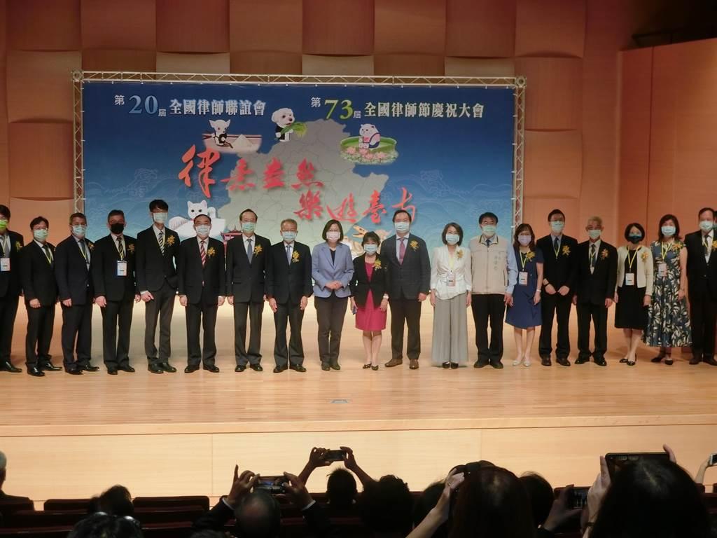 總統蔡英文今天到台南出席全國律師節慶祝大會。(曹婷婷攝)