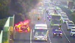 國道1號小客車狂燒成火球 駕駛和乘客跳車逃死劫