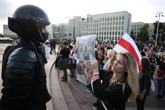 美軍抵立陶宛邊境演習 白俄安全人員強拖示威民眾上車