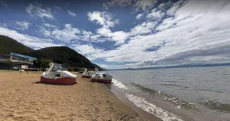 8歲男童湖中戲水!小艇衝撞「人捲船底」…慘釀1死2輕重傷