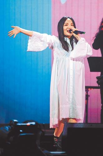 徐佳瑩挺肚嗨唱 拒絕被喊媽