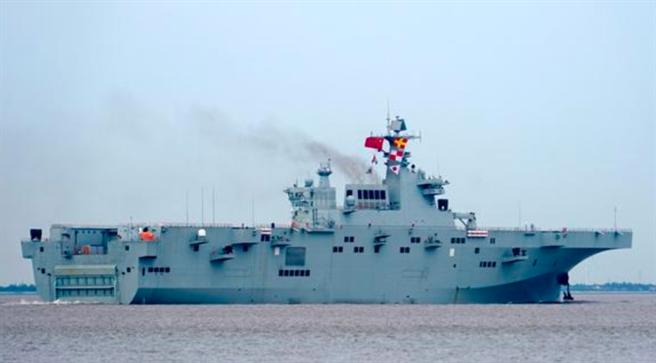 解放軍075型兩棲攻擊艦8月23日完成為期18天的海試。(網路)