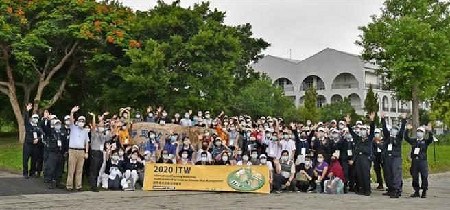 2020國際青年防救災研習營在慈濟苗栗園區舉行,來自21國82名青年學員團結合作,完成任務。(慈濟基金會提供/何冠嫻苗栗傳真)