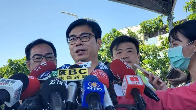 台北市長柯文哲稱未來買最多美豬的將會是窮人,高雄市長陳其邁不這麼認為。(劉宥廷攝)