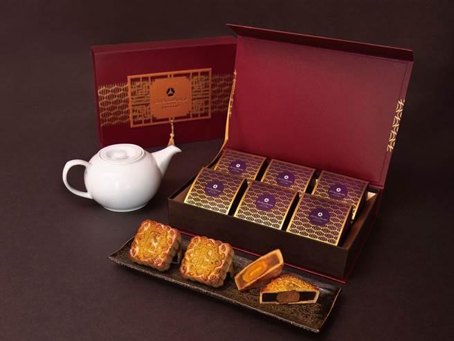 限量款「丹红方锦礼盒」口味有2种,乌鱼子莲子乌豆沙、奶皇蛋黄各3入。(大仓久和大饭店提供)
