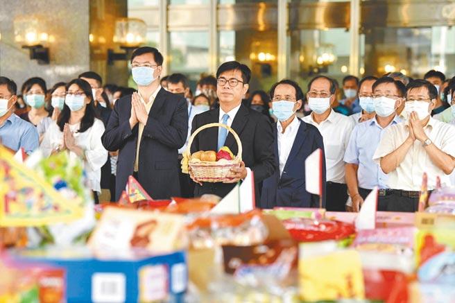 高雄市的新科市長陳其邁,祈求高雄風調雨順、國泰民安。圖/取自高雄市政府官網