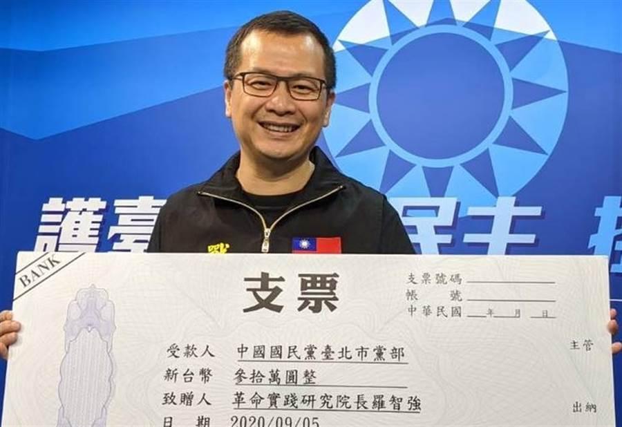 國民黨革實院長羅智強將《戰神94強》YouTube收入捐給台北市黨部,作為台北市選戰的國民黨糧草,目前大約是新台幣30萬元,但他也說,最後可能是蔣萬安用到也不一定。(圖/摘自羅智強臉書)