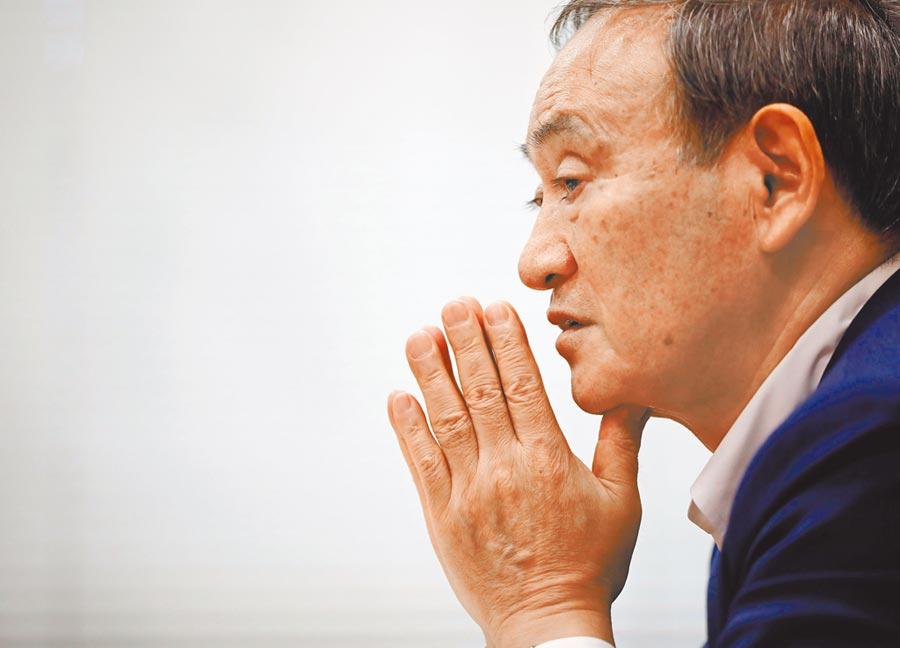 菅義偉平民出身,若能擔任首相,將打破日本首相大都由政治世家所擔任的紀錄。(路透)