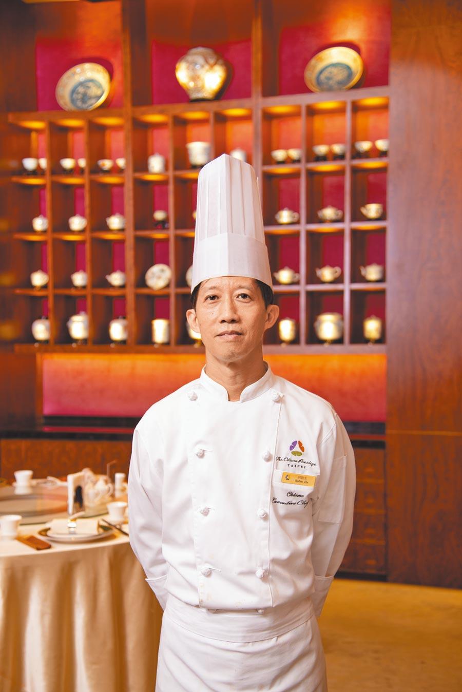 「桃花林中華料理」主廚何啟光來自香港曾任職萬豪、西華飯店,廚藝資歷40年。(大倉久和大飯店提供)