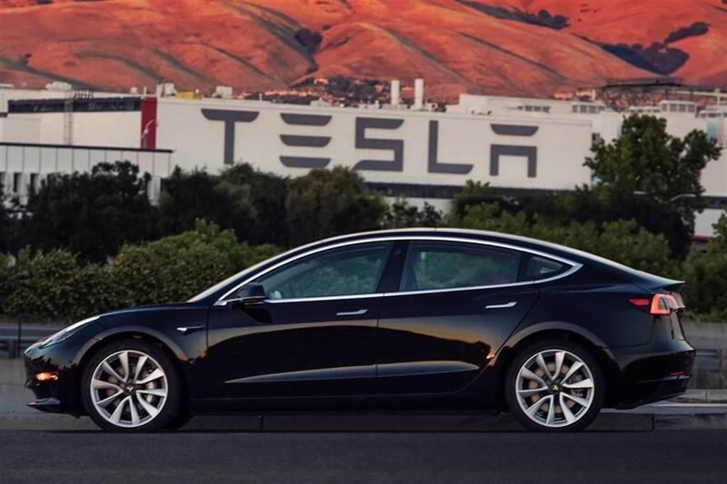 特斯拉 Model 3 獲英國車主評選為「最可靠車輛」,賓士 C 系列意外敬陪末座