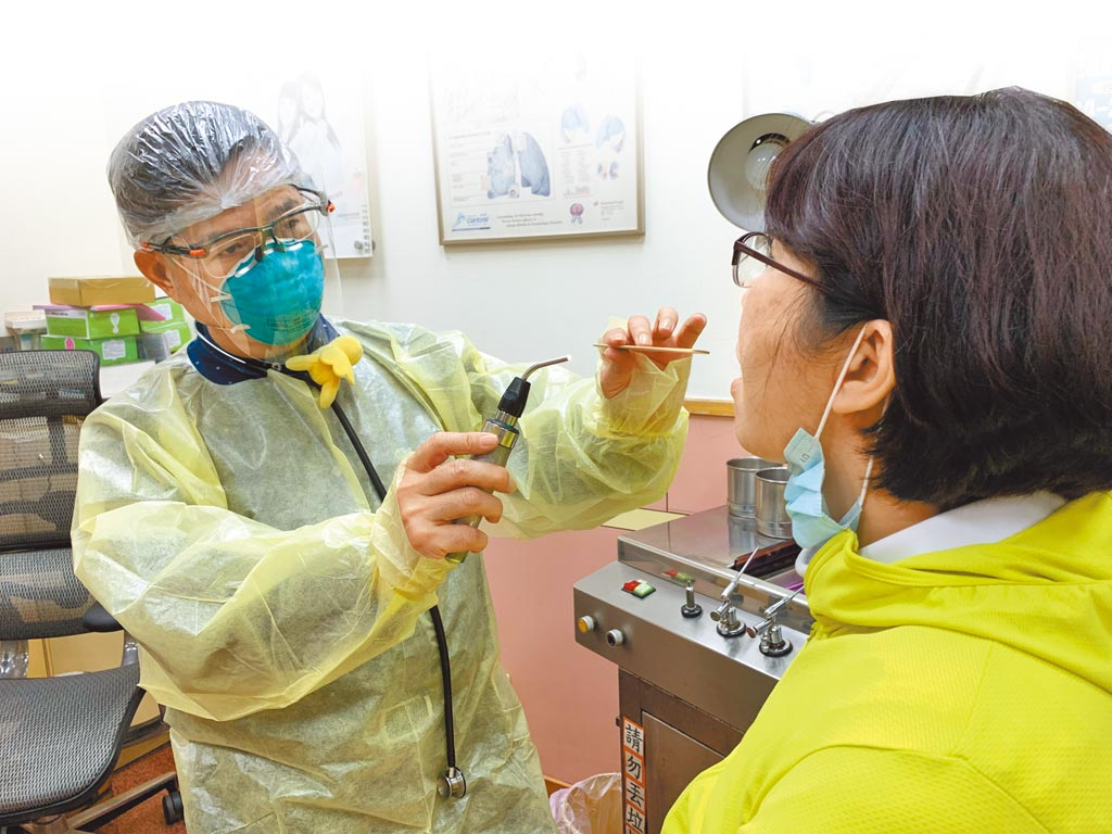 秋冬流感季節即將到來,加上有新冠肺炎伺機而動,專家擔憂,當兩者混合流行,將考驗第一線醫療人員如何去鑑別疾病。(本報資料照片)
