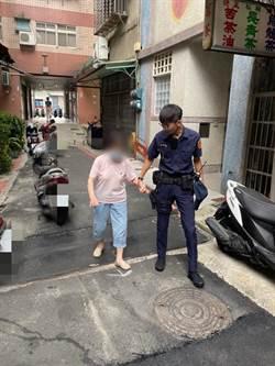 樹林分局、土城分局員警展耐心 助老婦返家
