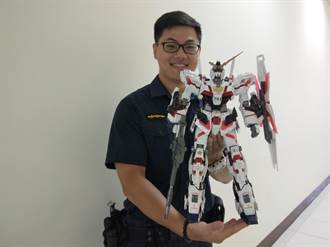 被警察耽誤的藝術家!林皇璋改造機器人公仔飆創意
