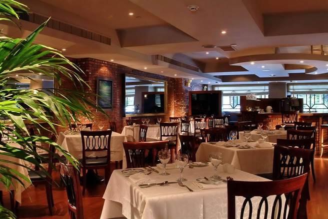 華國大飯店因營運調整,即起牛排館停止營業,將改為高級鐵板燒11月上旬重新開幕。(摘自華國牛排館 Imperial Steak House臉書)