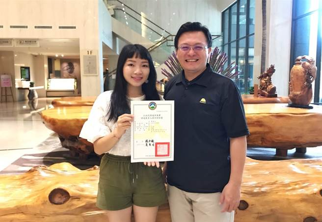 佛光大學未樂系廖偉如同學獲環保署環境教育人員認證。(佛光大學未樂系提供)