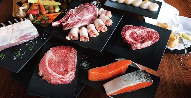 获米其林餐盘推荐的24楼极炙牛排馆推出奢华中秋烧烤礼盒外带。(台中日月千禧酒提供)