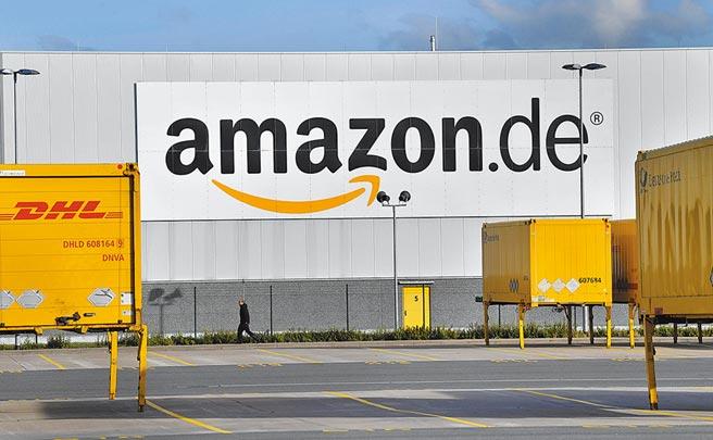 以資訊科技結合物流中心使Amazon能以低價及物流費減免方式來滿足收費會員的低價且快速交貨需求。圖/美聯社