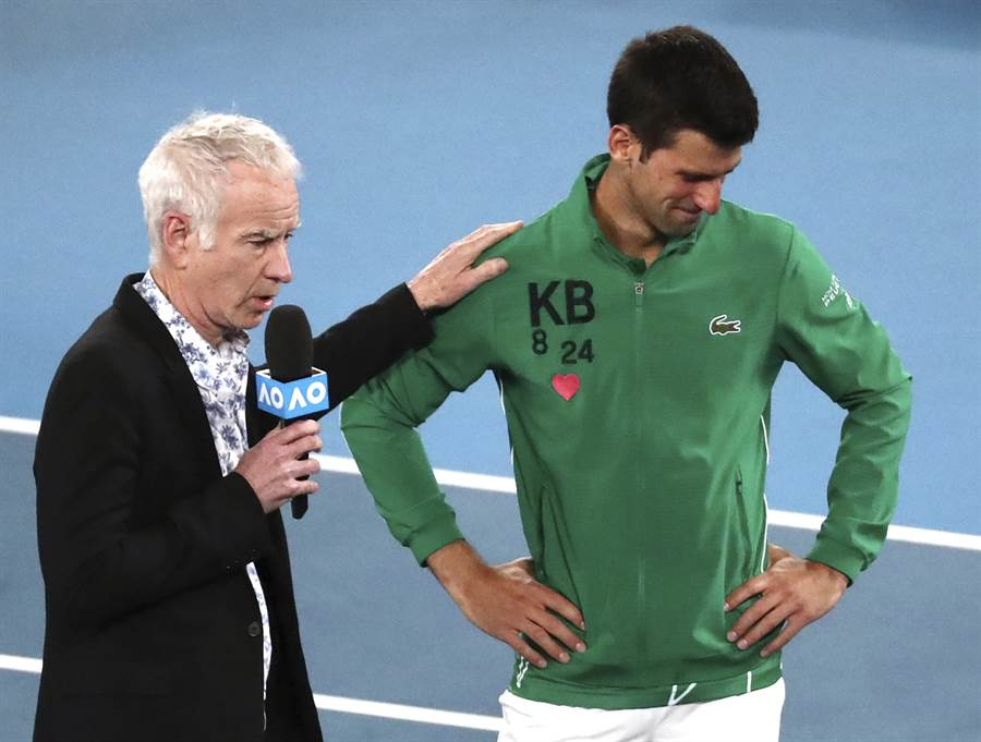 職業網球退役名將馬克安諾(左)今年澳網曾在場邊訪問喬柯維奇(右),如今看著喬帥形象崩壞,馬克安諾大嘆這位塞爾維亞球王要被當成壞蛋了。(資料照/美聯社)