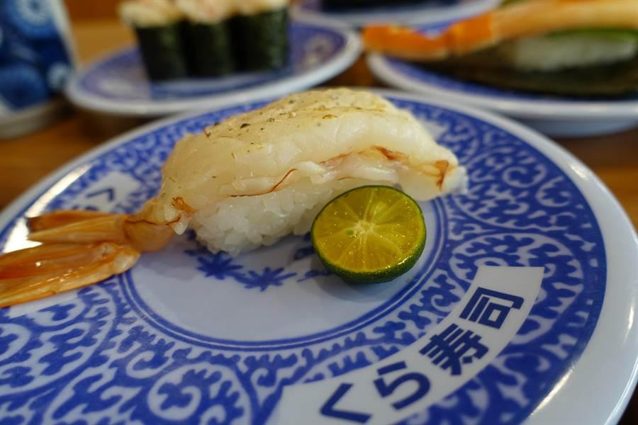 炙烤玫瑰岩鹽大生鮮蝦(一貫)。(黃采薇攝)