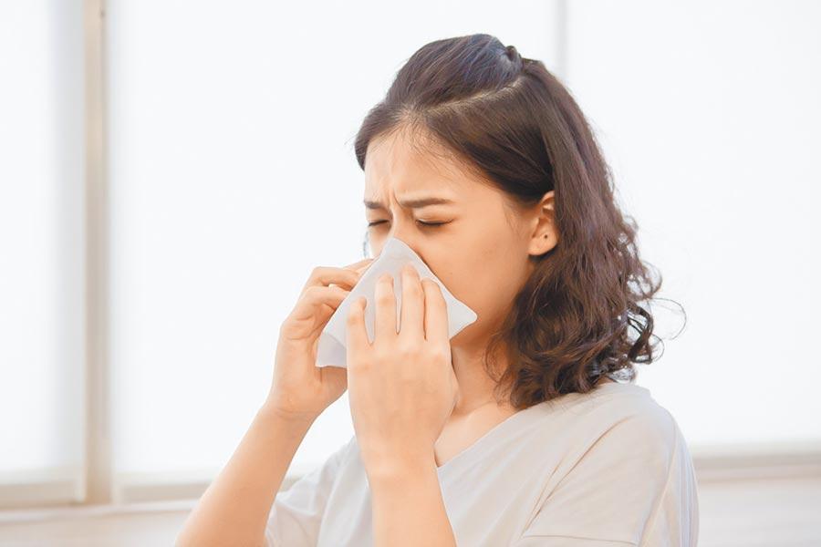 今年冬季面對流感和新冠肺炎疫情,基層診所如採流感快篩,至少可用排除法,排除出現呼吸道症狀的高危險患者是感染新冠肺炎。(顏宏融醫師提供)