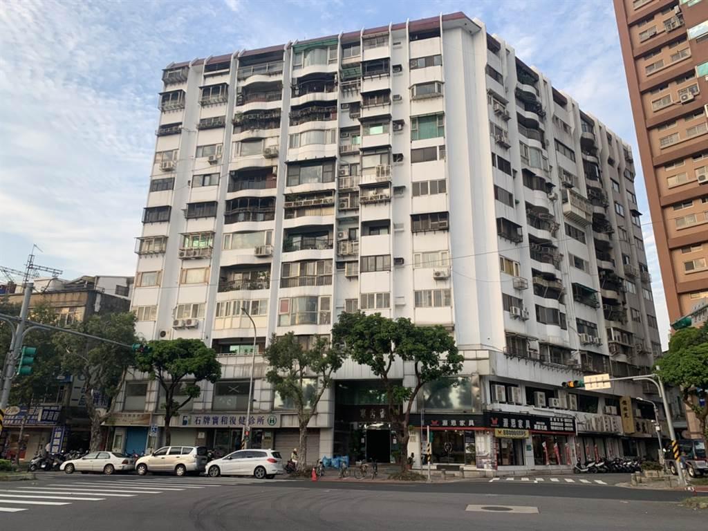 「寒舍雅筑」3樓戶今年實價登錄出現2500萬元交易。(全國不動產明德捷運店提供)