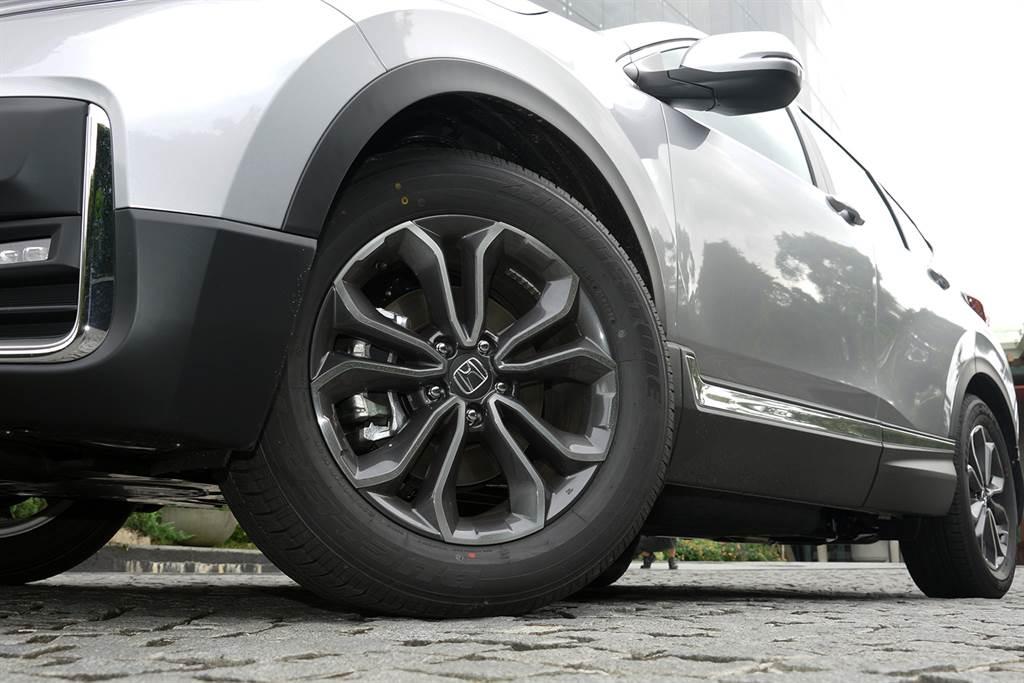 足下全新五幅18吋鋁圈,為New CR-V氣勢更添。