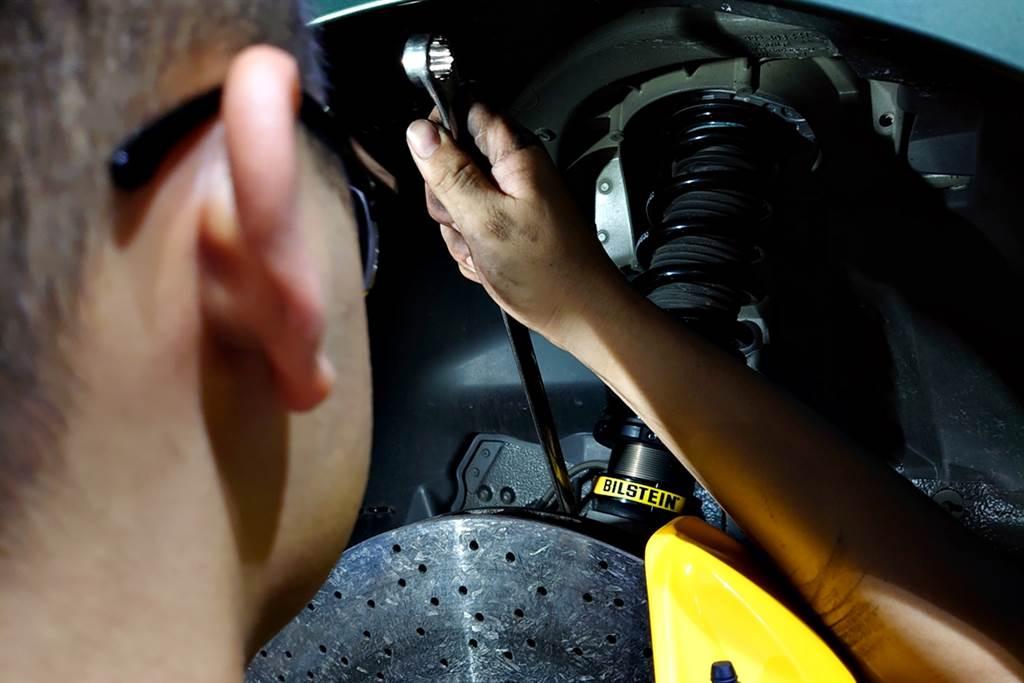 臺灣首發!!! 讓Porsche 911 Carrera駕馭超進化的倍適登BILSTEIN EVO SE避震器