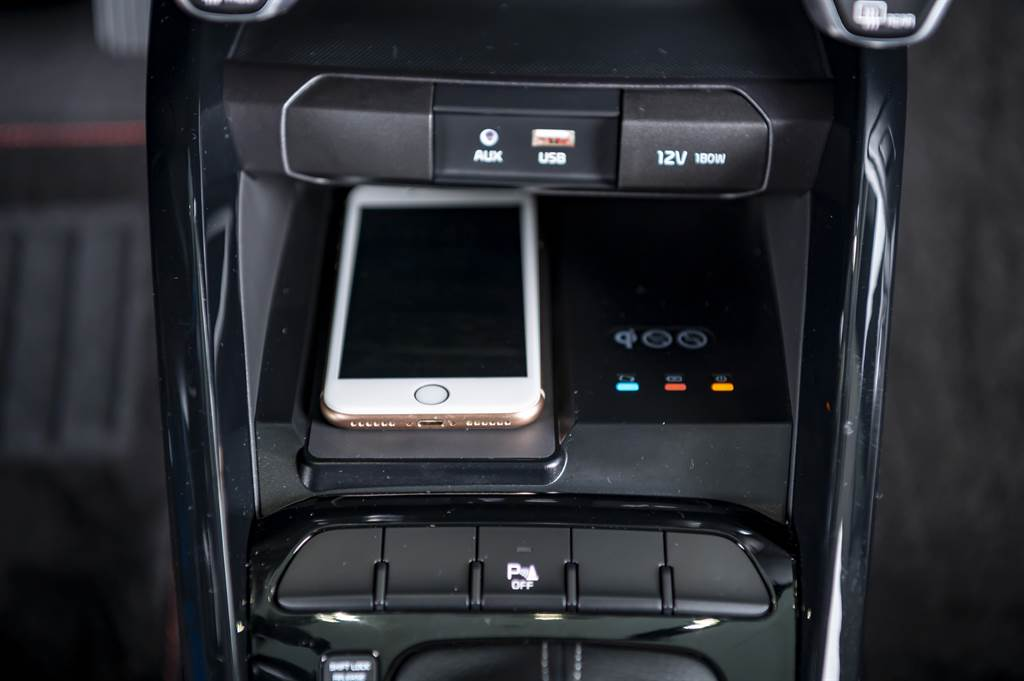 KIA Stonic「就是愛線特仕版」升級無線充電裝置